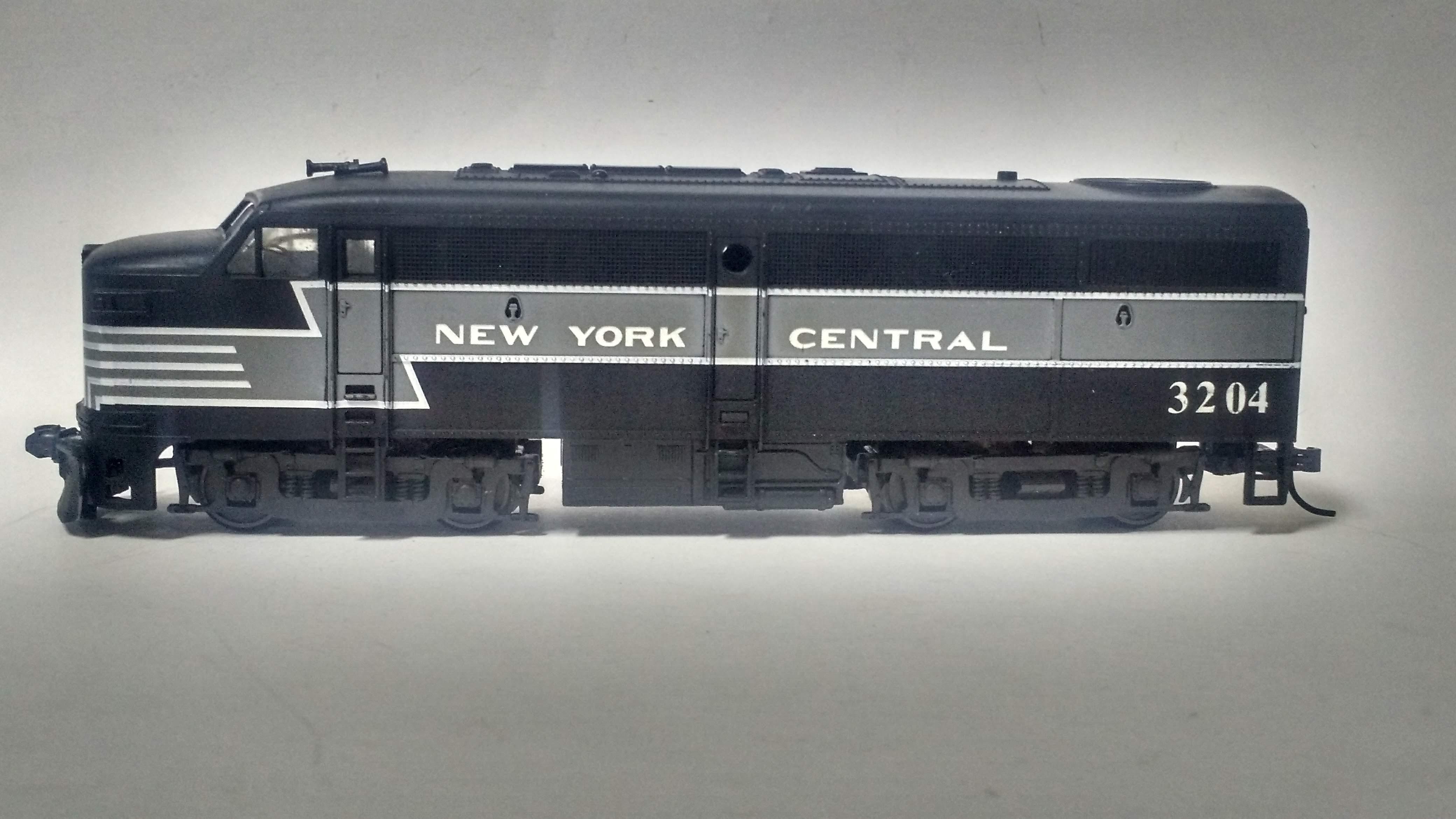 Locomotiva FA 1 New York Central  3204 com engate Kadee
