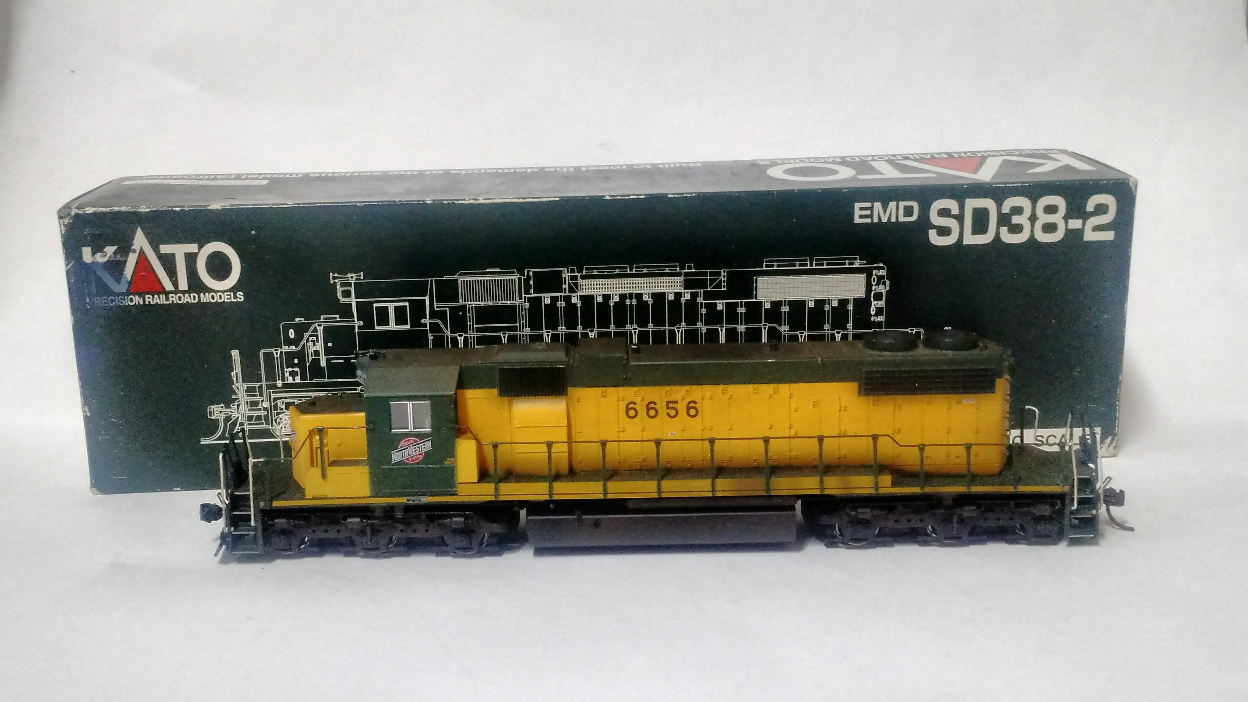 Locomotiva SD38/2 Chicago & North Western #6656 - Kato Japan