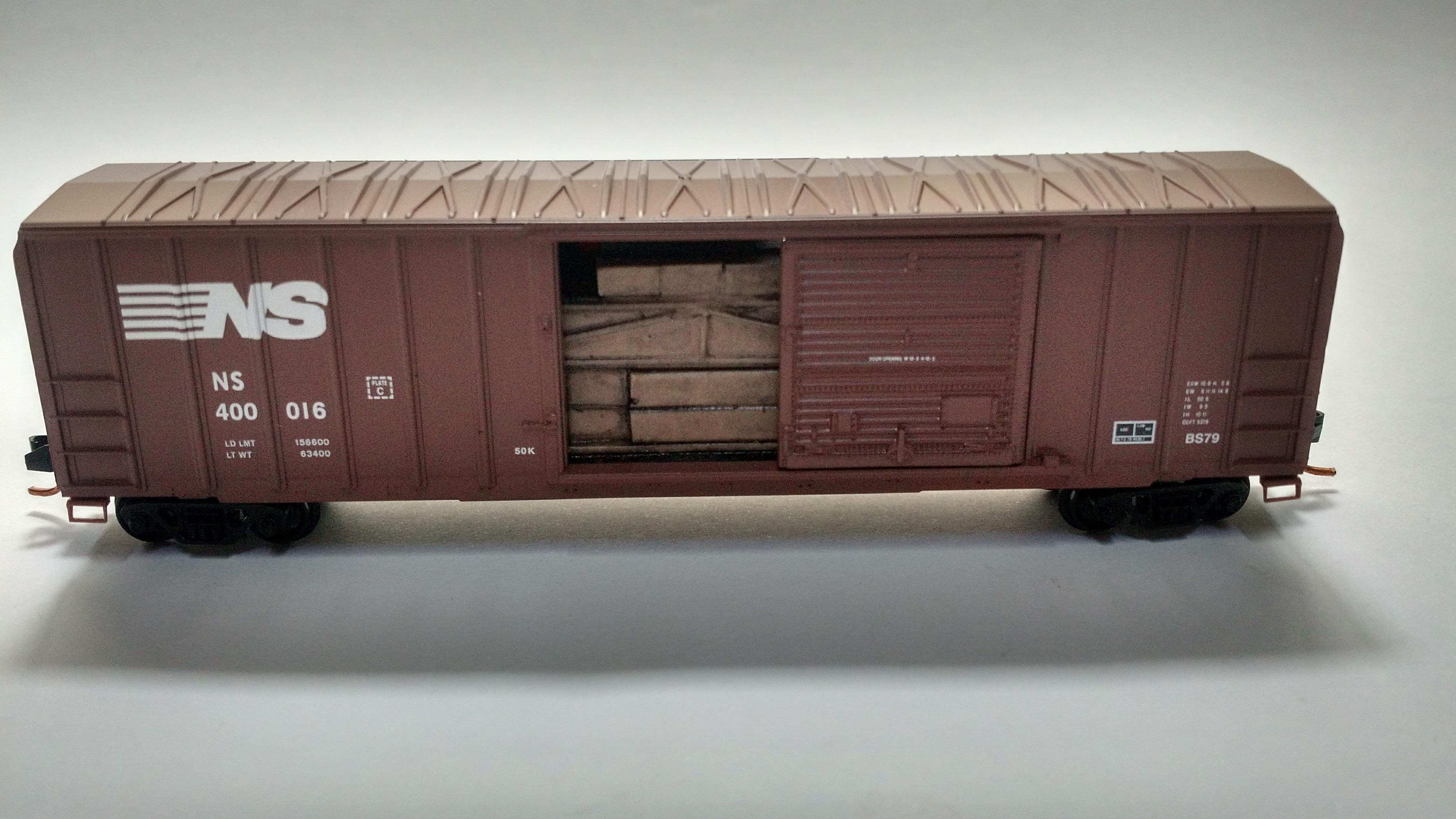 Vagão Box Car,  Single Door- Norfilk Souther Micro-Trains - 025 00 732