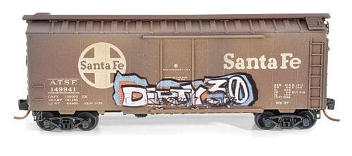 Vagão Standard  Box Car,  Plug Door- A.T.& S.F.  Micro-Trains 021 44 110