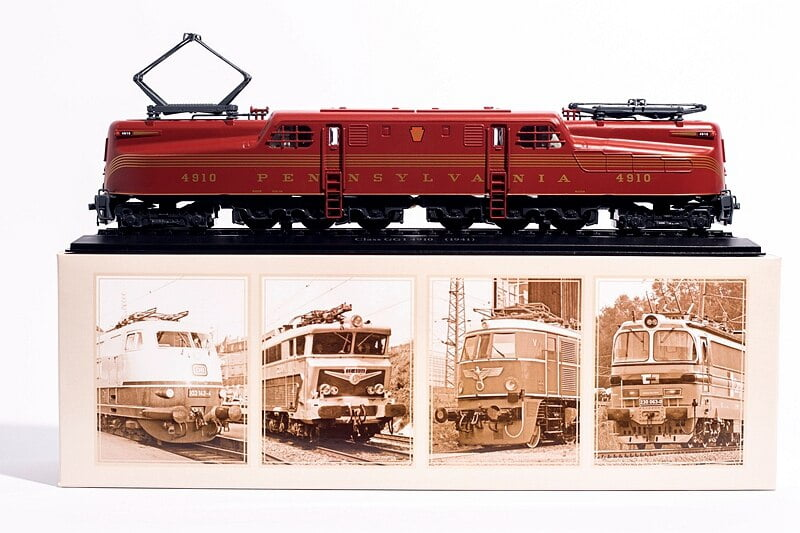 Locomotiva trem modelo PENSILVÂNIA Classe GG 1 1/87 (Modelo Estático)
