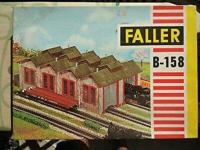 Kit P/ Montar Garagem de Locomotivas Faller -B-158