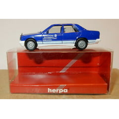 Carro Mercedes Benz 190 E escala HO 1/87 Herpa -044325