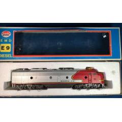 Locomotiva EMD E 9 Santa Fé - Model Power